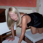 Julie, cougar blonde et bourgeoise de Rennes, cherche amant moins de 30 ans