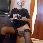 Maryse, grande bourgeoise blonde, 61 ans, Paris, cherche mec fougueux