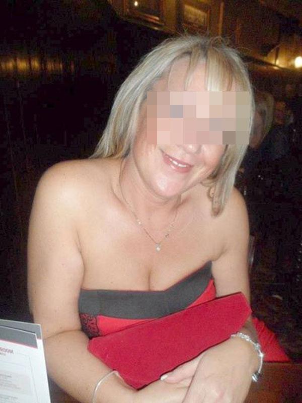 Josette, femme mariée blonde de Montpellier