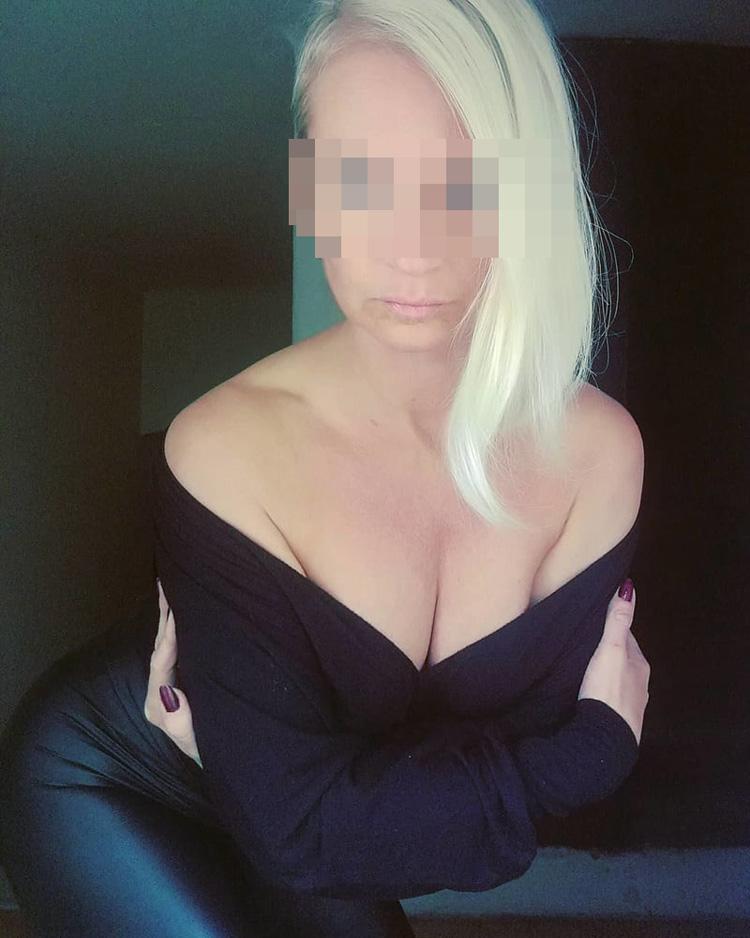 Julia, cougar blonde de Montpellier