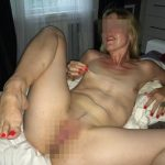 Laure blonde et cougar super chaude a envie de jouir, Paris