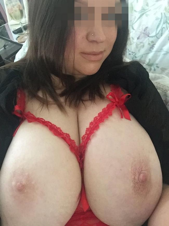 Maman marocaine très gros seins