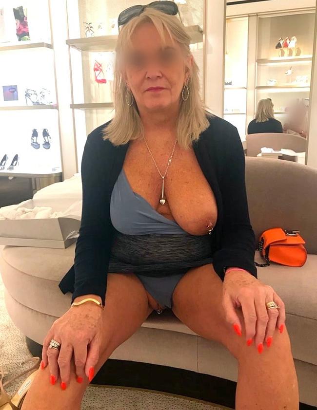 Rombière à gros seins