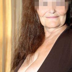 Yolande mature ronde plan cul Noir