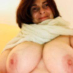 Plan bourgeoise anal salope gros seins